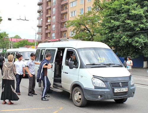 Водители маршруток просят властей Северной Осетии установить двойной тариф на проезд после восьми вечера