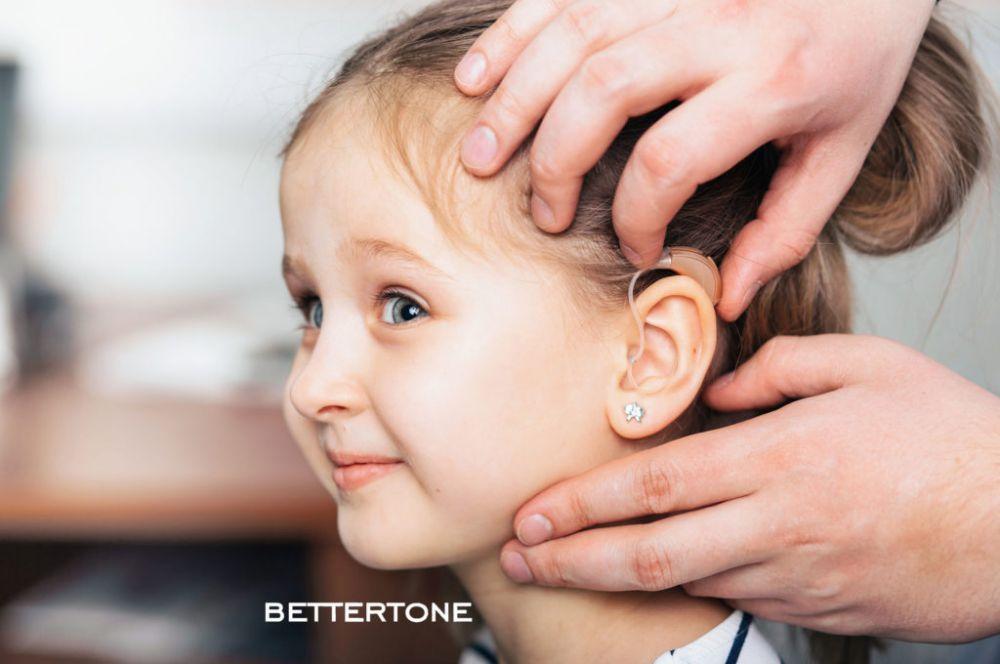 Алан Дзагоев подарил слуховые аппараты пятерым детям