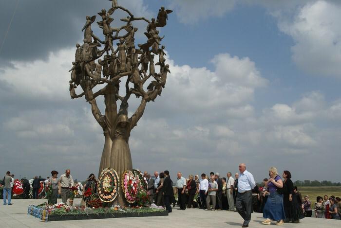 Выставки в память о жертвах теракта в школе Беслана пройдут в семи регионах России