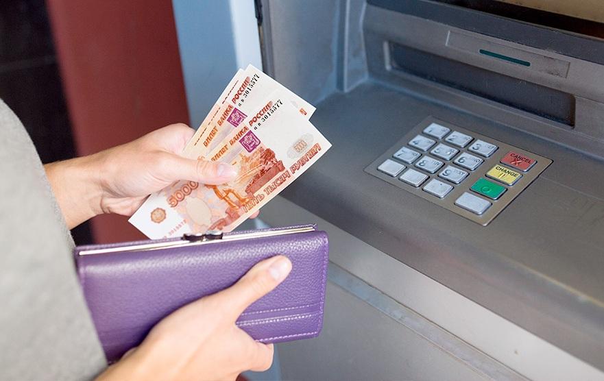 Работодателей будут штрафовать до 50 тысяч рублей за навязывание зарплатного банка