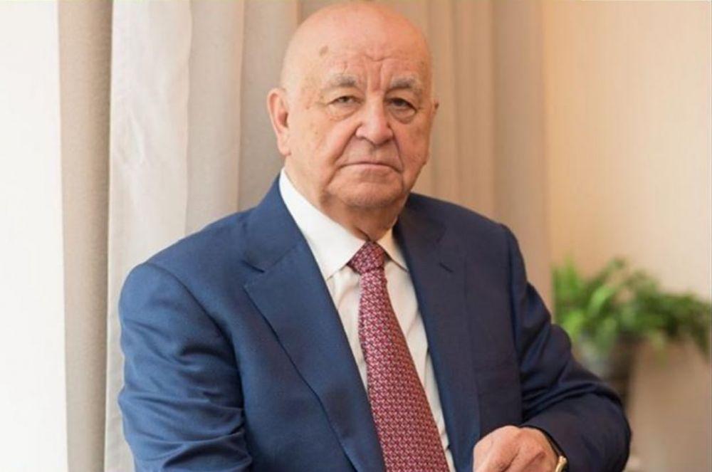 Вячеслав Битаров наградил Александра Апазова медалью «Во славу Осетии»
