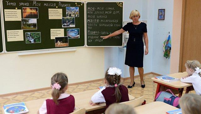 В Кировском районе 26 учителям доплачивают по 10 тысяч рублей к зарплате из районного бюджета