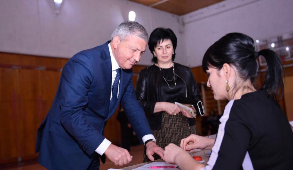 Вячеслав Битаров принял участие в голосовании на выборах депутатов Собрания представителей Владикавказа