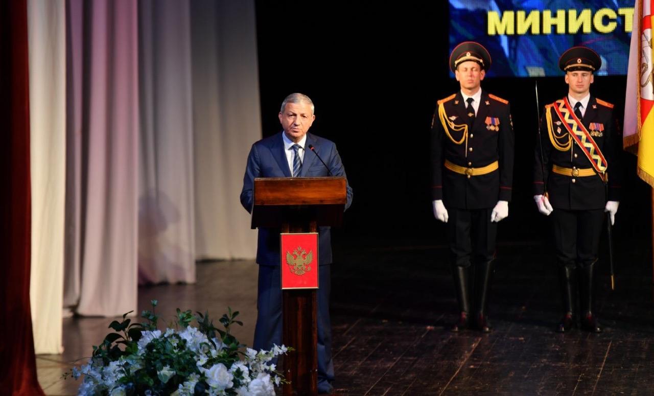 Вячеслав Битаров поздравил сотрудников МВД с профессиональным праздником