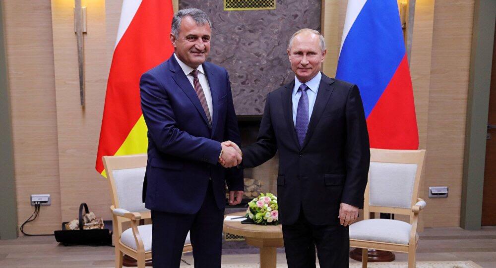 Владимир Путин поздравил Анатолий Бибилова с Днем республики
