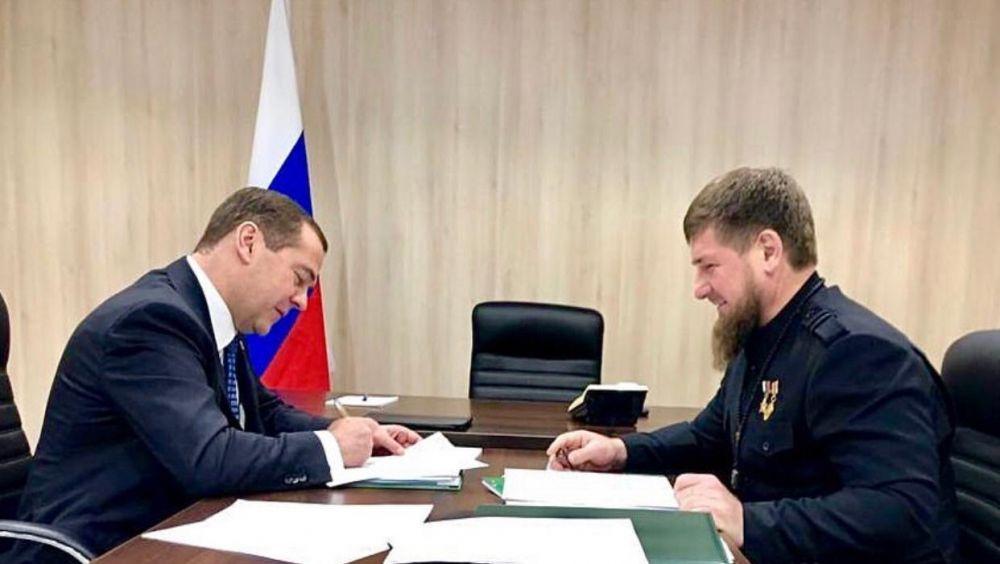 Кадыров попросил у Медведева решить вопрос с«изжившими себя» блок-постами надорогах Северного Кавказа