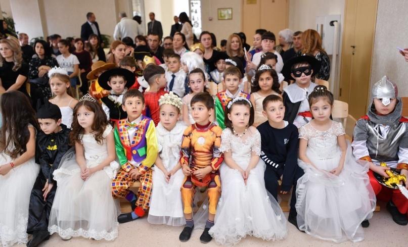 Вячеслав Битаров поздравил учащихся Аланской гимназии с наступающим Новым годом