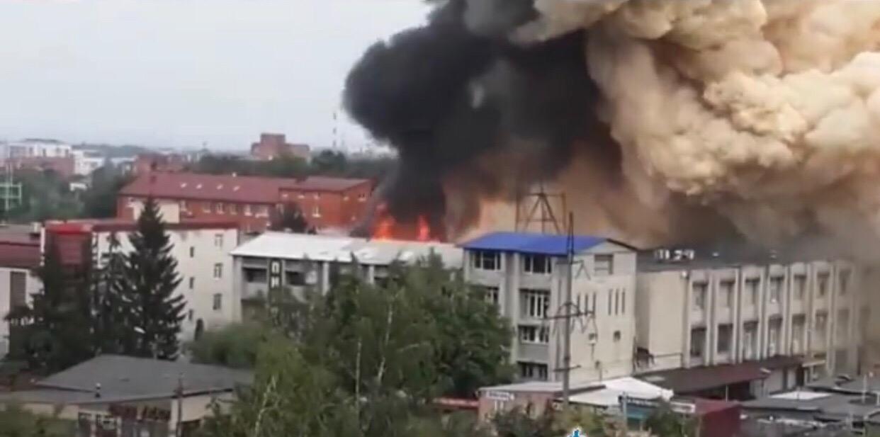 На Доватора 8 по уточнённым данным горел склад с пластиком