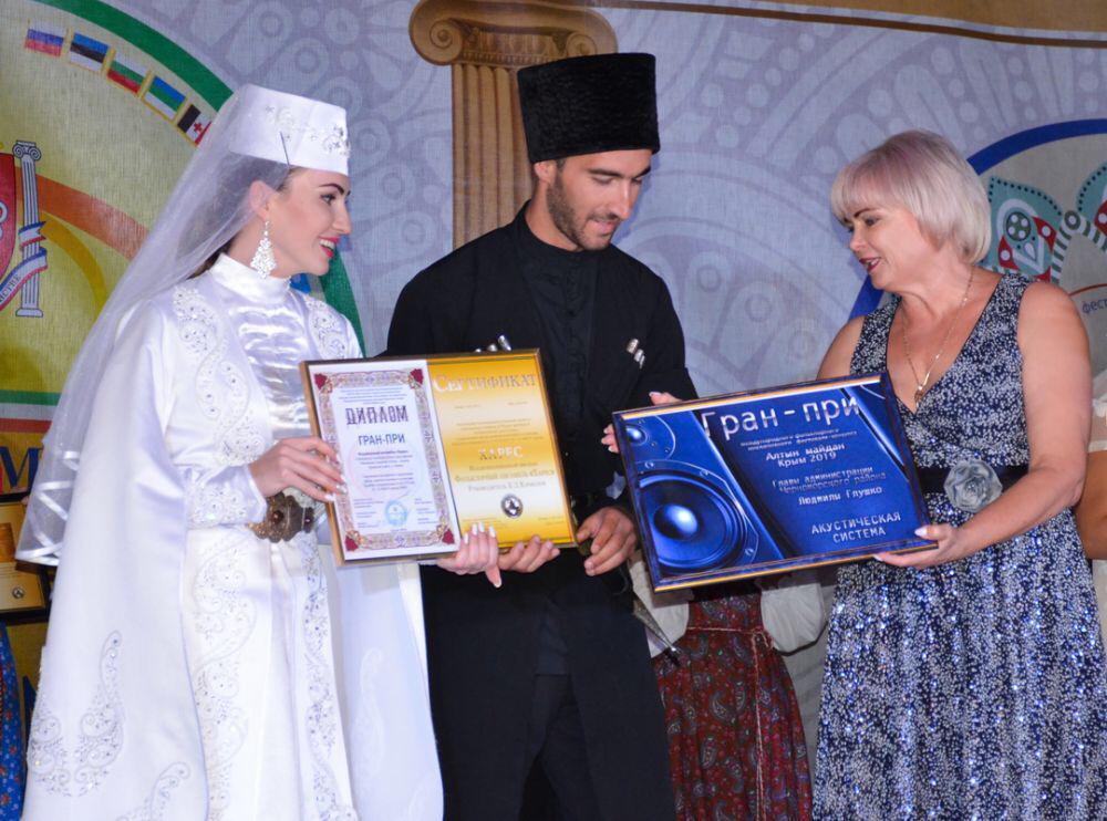 Ансамбль «Харес» из Чиколы покорил Крым, завоевав гран-при международного фестиваля «Алтын Майдан»-2019