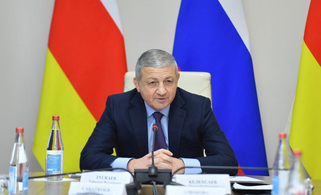 Вячеслав Битаров поручил организовать производство медицинских масок во Владикавказе