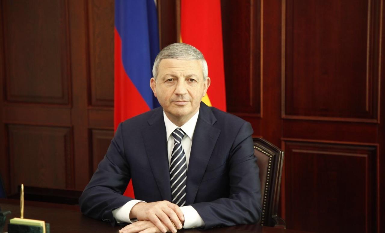Вячеслав Битаров поздравил жителей Осетии с праздником Джеоргуыба