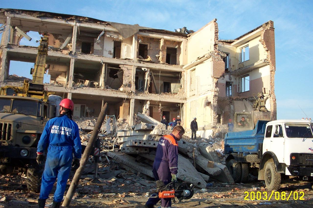 16 лет назад террористы-смертники взорвали военный госпиталь в Моздоке