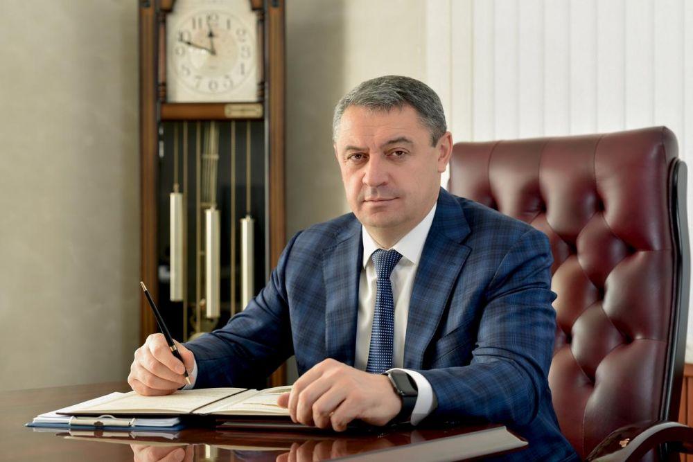 Поздравление Главы муниципального образования Владикавказа Русланбека Икаева с Днём Российской печати