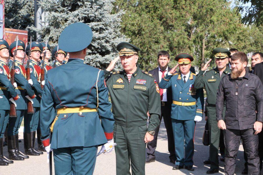 Директор Росгвардии генерал армии Виктор Золотов открыл памятник «Защитникам России