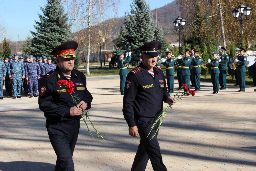 Во Владикавказе росгвардейцы почтили память коллег, погибших при выполнении служебного долга
