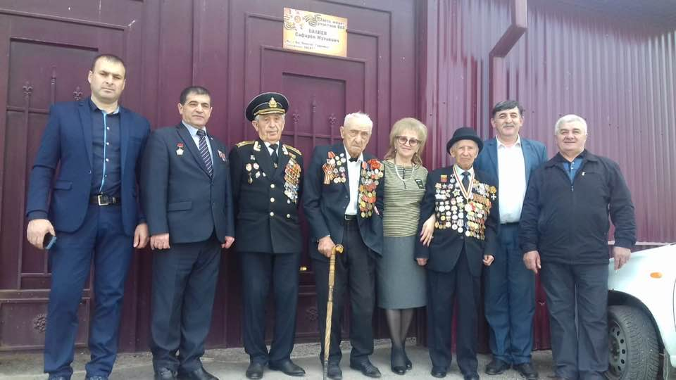 Руководство Дома дружбы вместе с представителями Совета старейшин навестили 97-летнего Сафарби Цалиева из Дур-Дура