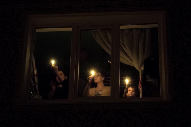 В знак поддержки и солидарности с народом Италии в окнах домов Беслана и Владикавказа зажгутся свечи