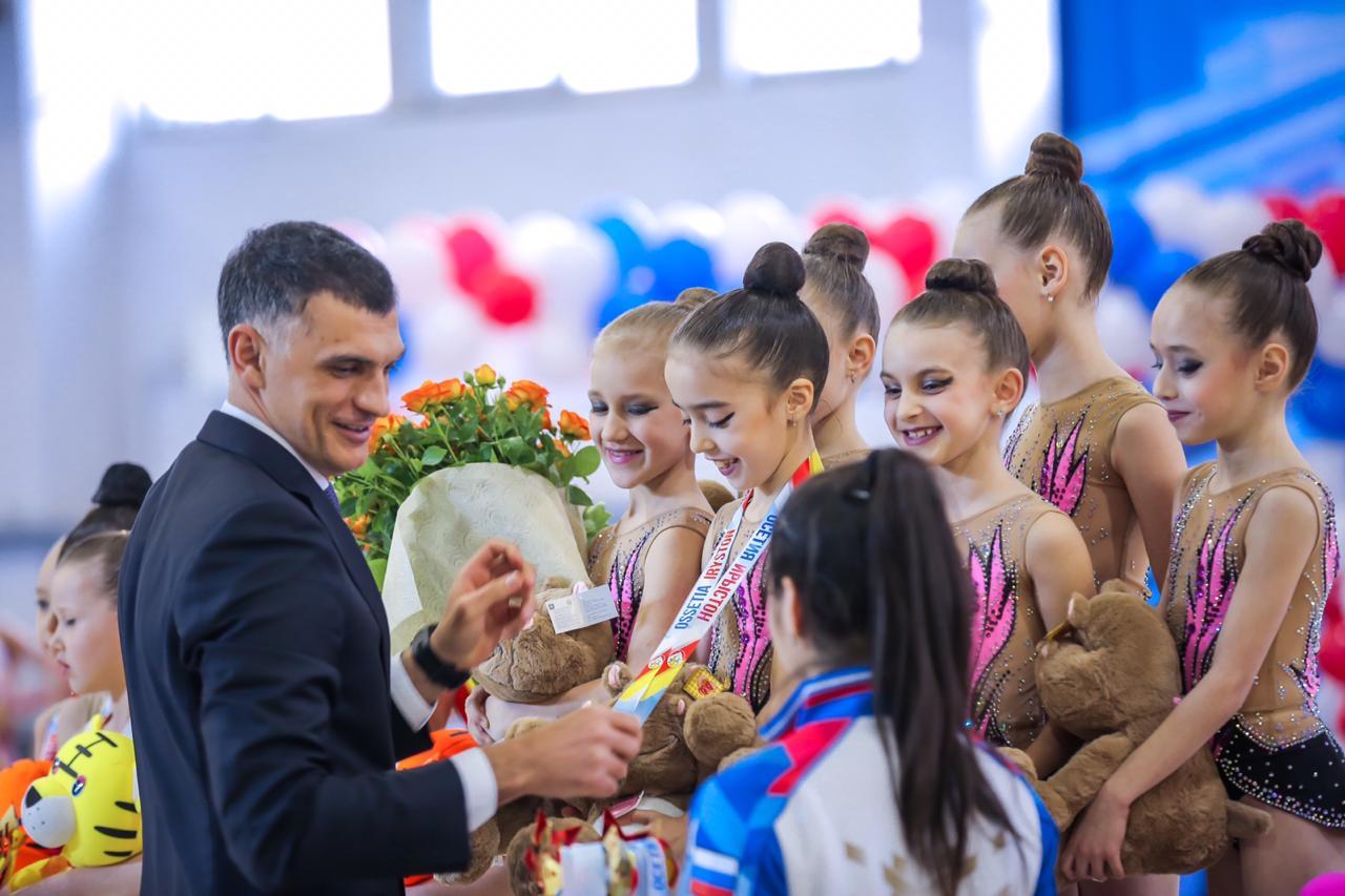 750 гимнасток из 30 регионов России съехались во Владикавказ, где впервые проходит всероссийский турнир по художественной гимнастике