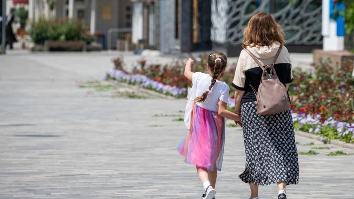 Безработным родителям в сентябре выплатят по 3 тысячи рублей на ребенка