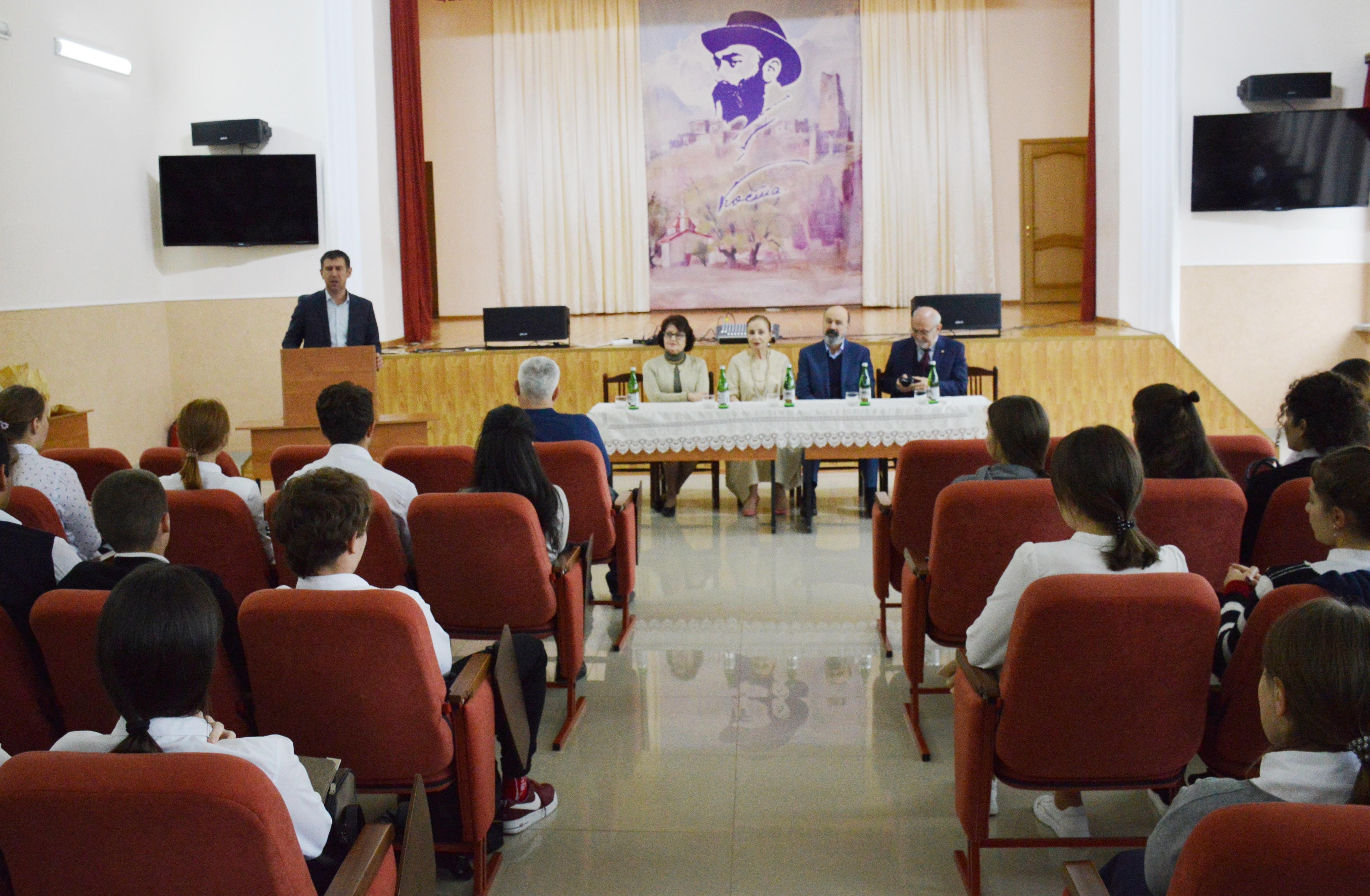 Студенты торгового техникума встретились с  деятелями культуры из Осетии и Турции