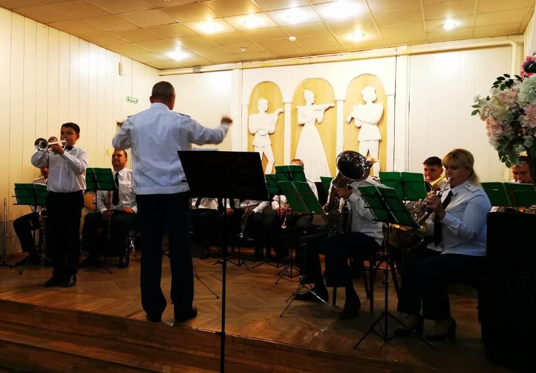 Ученики владикавказской музыкальной школы выступили вместе с оркестром Росгвардии
