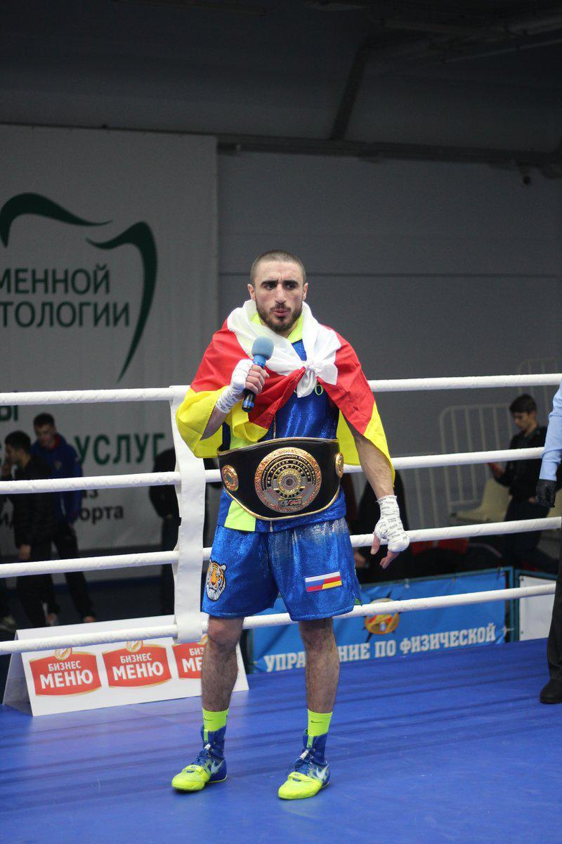 Давид Беликов победил в бою за титул чемпиона