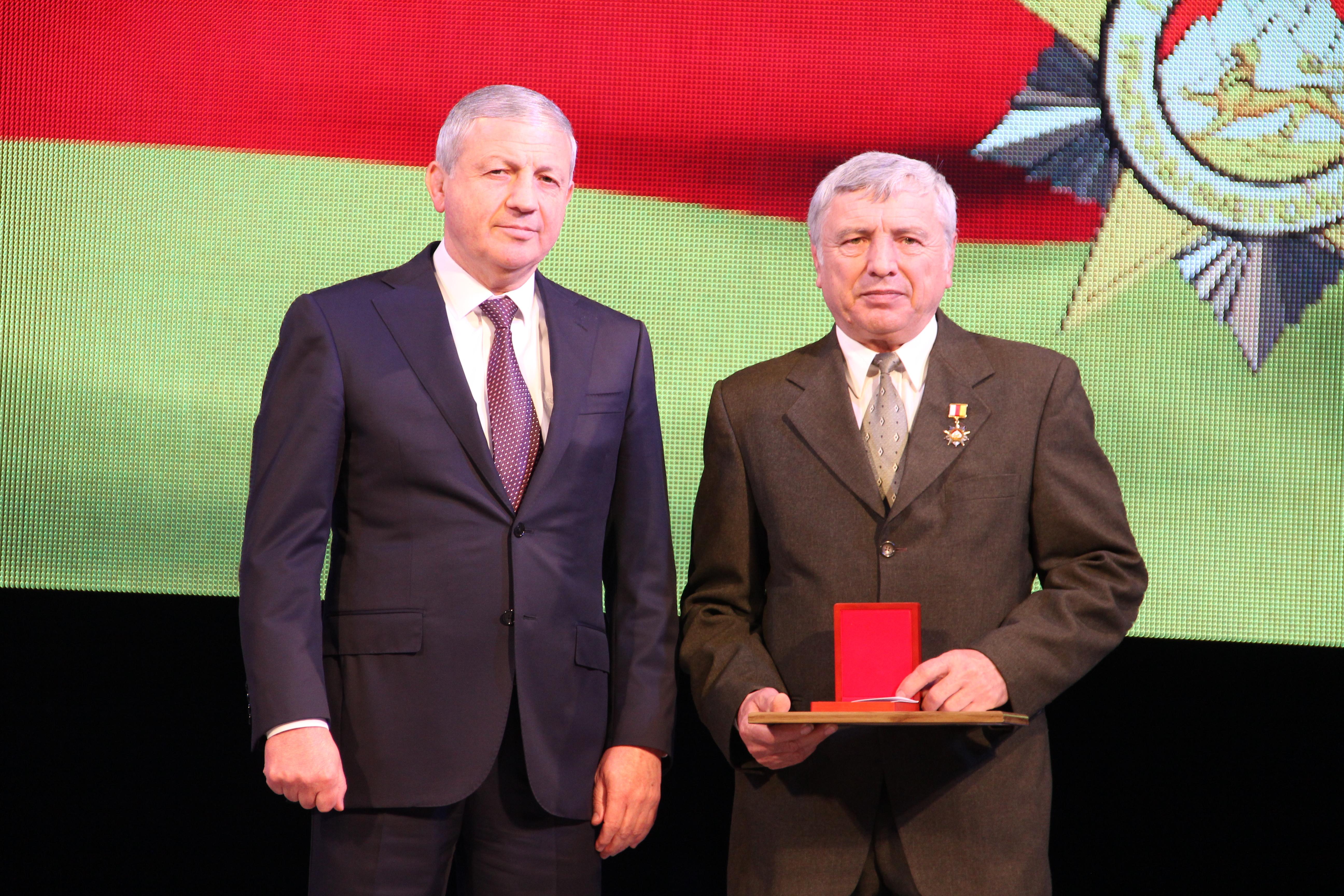 Медаль «Герой труда РСО-Алания» получил слесарь-ремонтник завода «Победит»