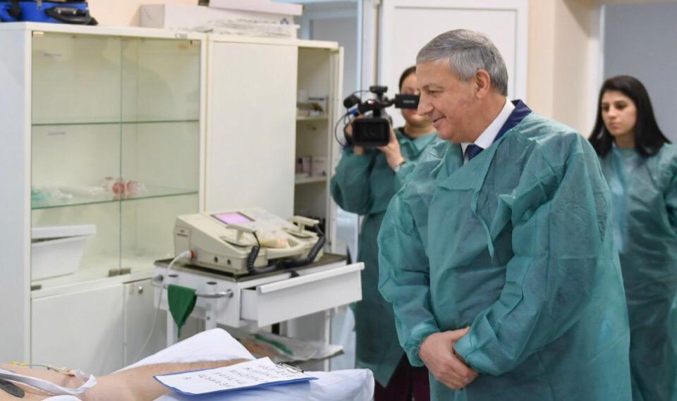 Битаров навестил Алана Караева в больнице