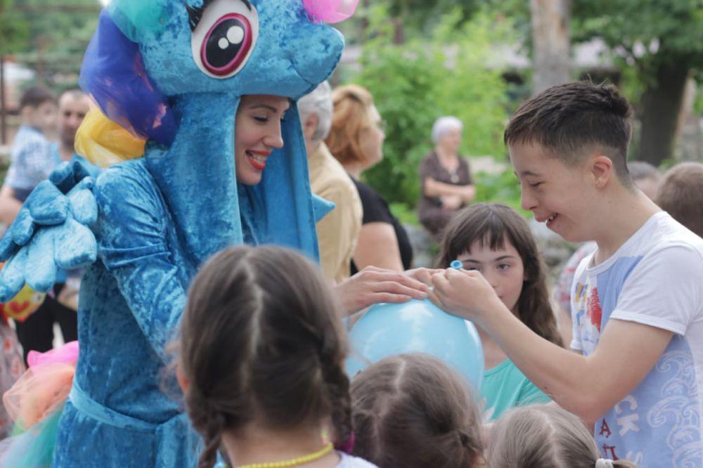По идее Эвелины Бледанс в Осетии устроили «Солнечный пикник» для особенных детей
