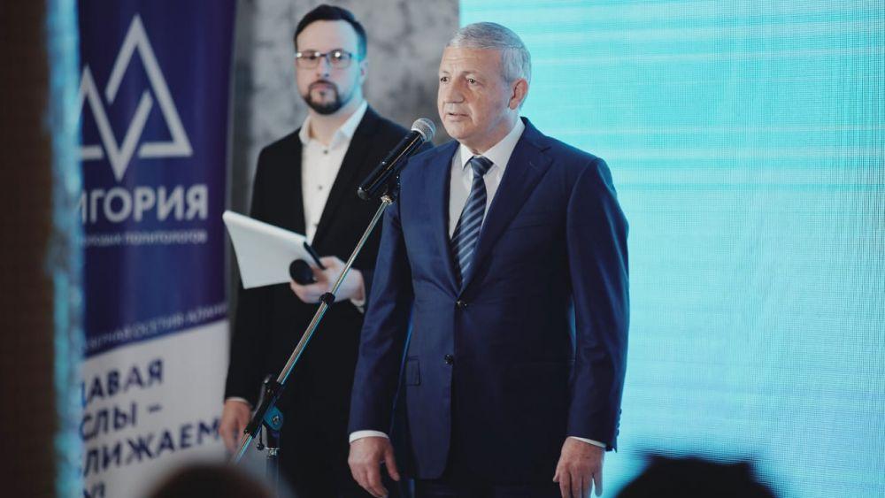 Глава Северной Осетии и Начальник управления президента РФ по общественным проектам встретились с молодыми политологами на форуме «Дигория»