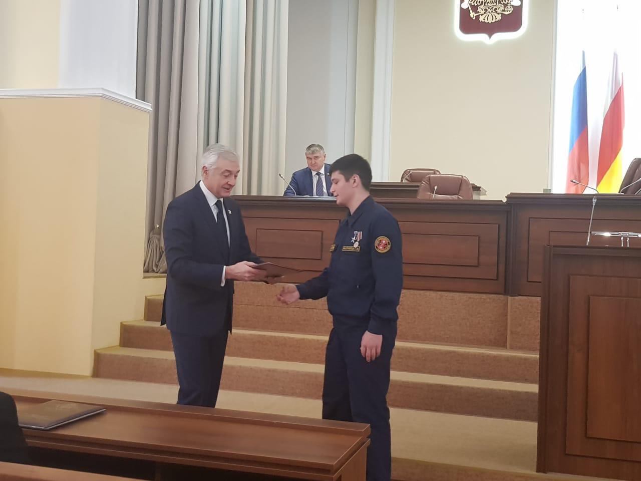 Георгия Фарниева наградили почётной грамотой парламента республики за спасение людей