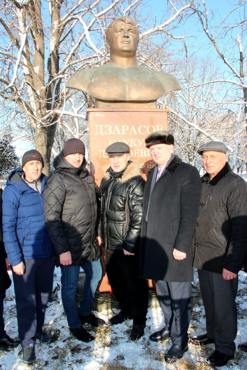 К юбилею первого олимпийского призера Осетии Саукудза Дзарасова  отреставрирована его могила в селении Зильги