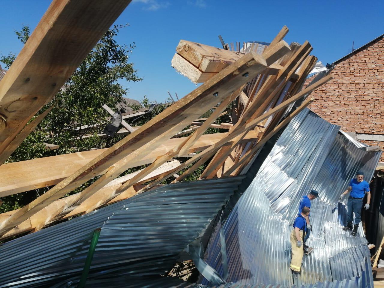 В Правобережном районе Северной Осетии, который пострадал от ураганного ветра, снят режим ЧС