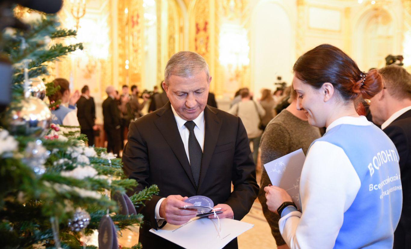 Вячеслав Битаров исполнит новогодние желания трех юных жителей Северной Осетии