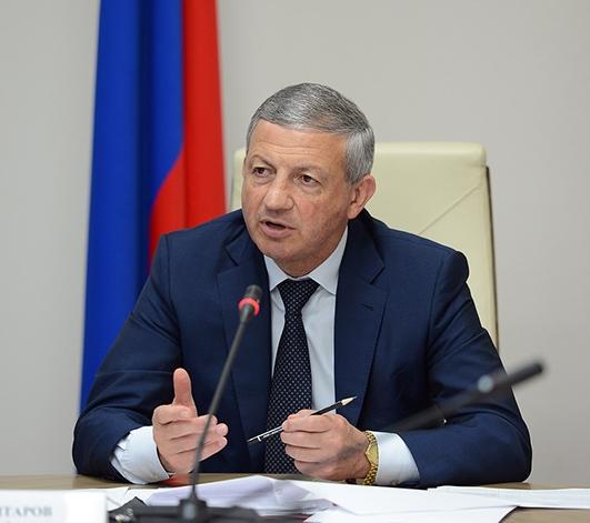 Битаров предложил сборы для школ переложить  с родителей на предпринимателей