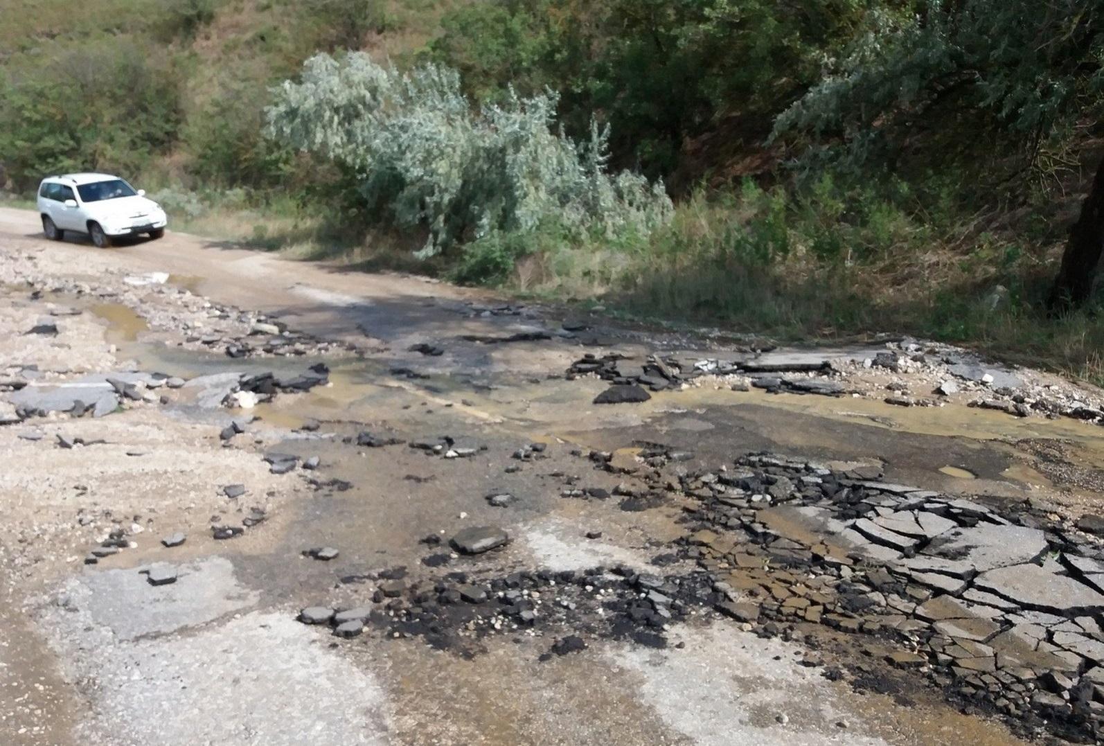 Из-за размытой дороги жители высокогорного села Архон, в том числе грудной ребенок, остались без продуктов