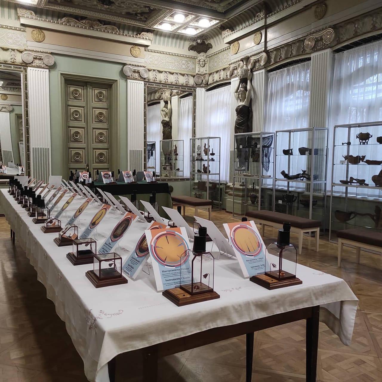 Уникальная выставка невидимых экспонатов, увидеть которые можно под микроскопом, проходит во Владикавказе