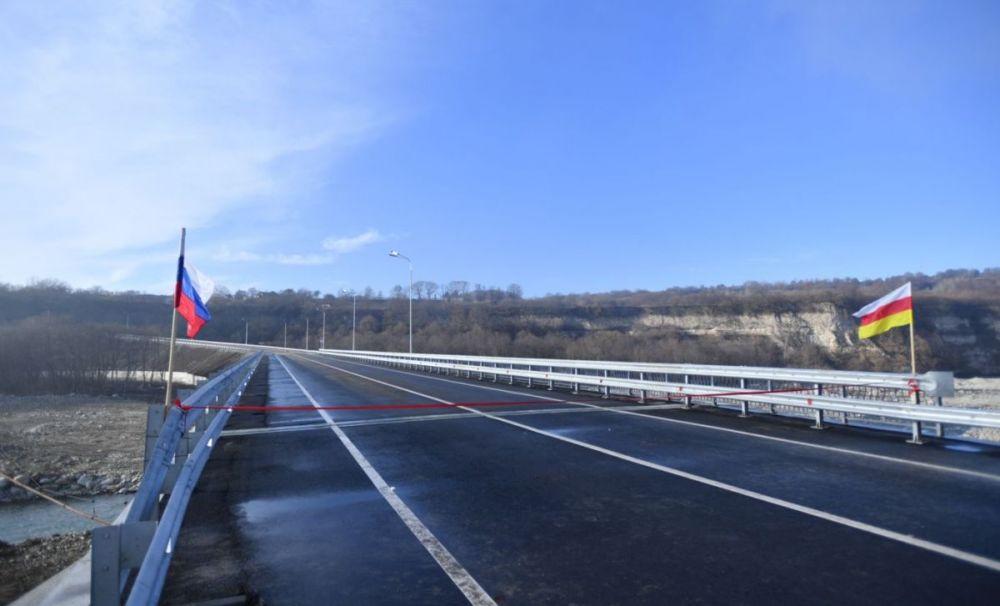 При реконструкции  моста через реку Урух, который спустя полгода пошел трещинами, использовались некачественные материалы