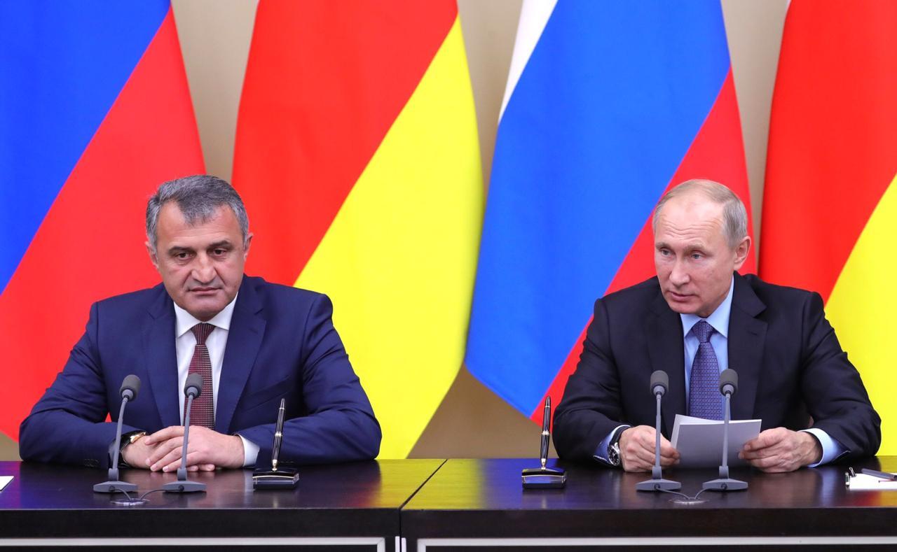 Владимир Путин обсудит с Анатолием Бибиловым сотрудничество России и Южной Осетии