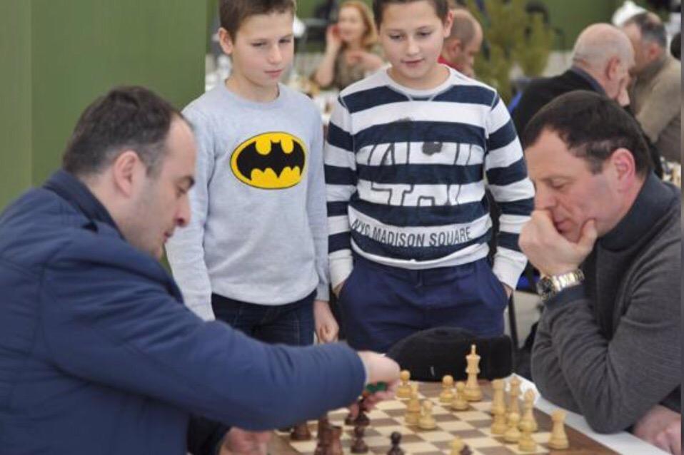 Турнир по шахматам с призовым фондом 80 тысяч рублей впервые проходит во Владикавказе