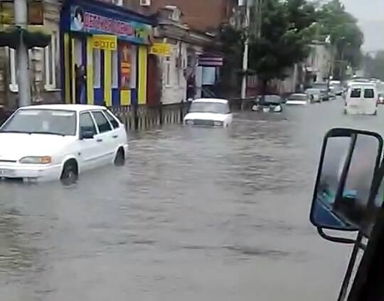 Ливень с градом затопил ряд улиц Владикавказа
