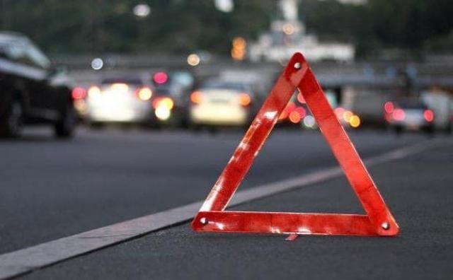 В ДТП с участием трёх автомобилей погиб один человек, восемь пострадали