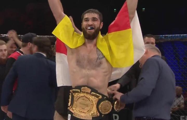 Осетинский боец Батраз Агнаев стал новым чемпионом ACB в полутяжелом весе