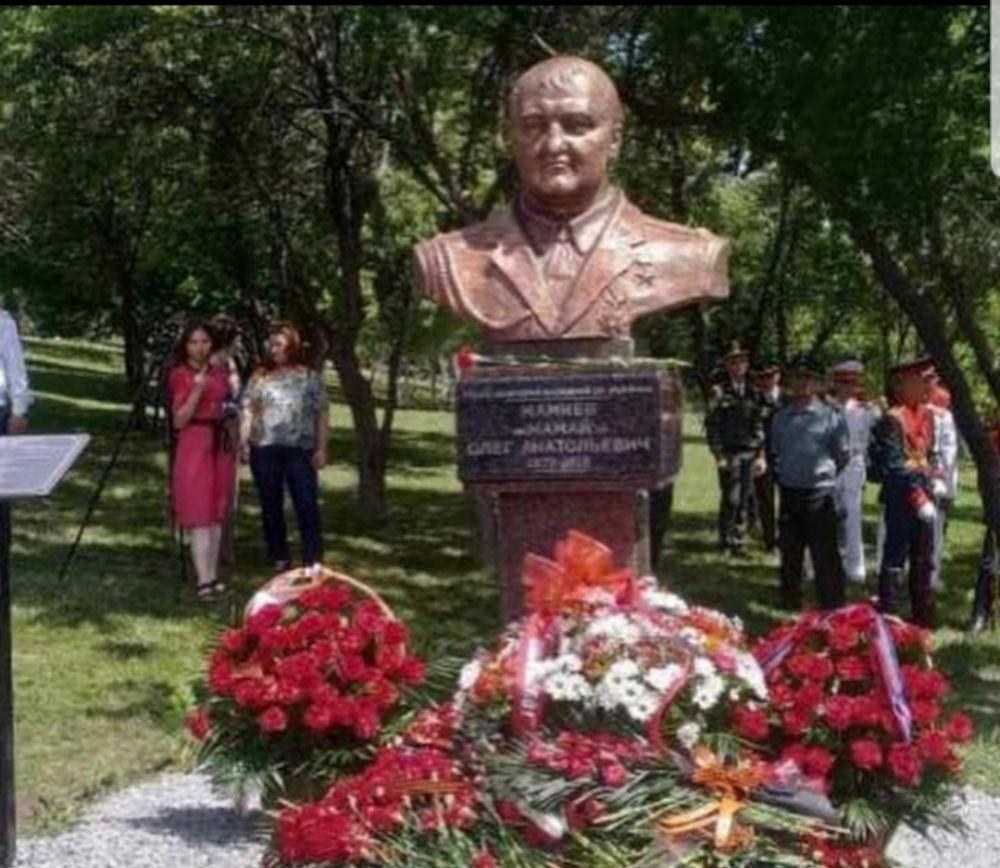 Память командира ополчения Олега Мамиева из Северной Осетии увековечили в Донецке