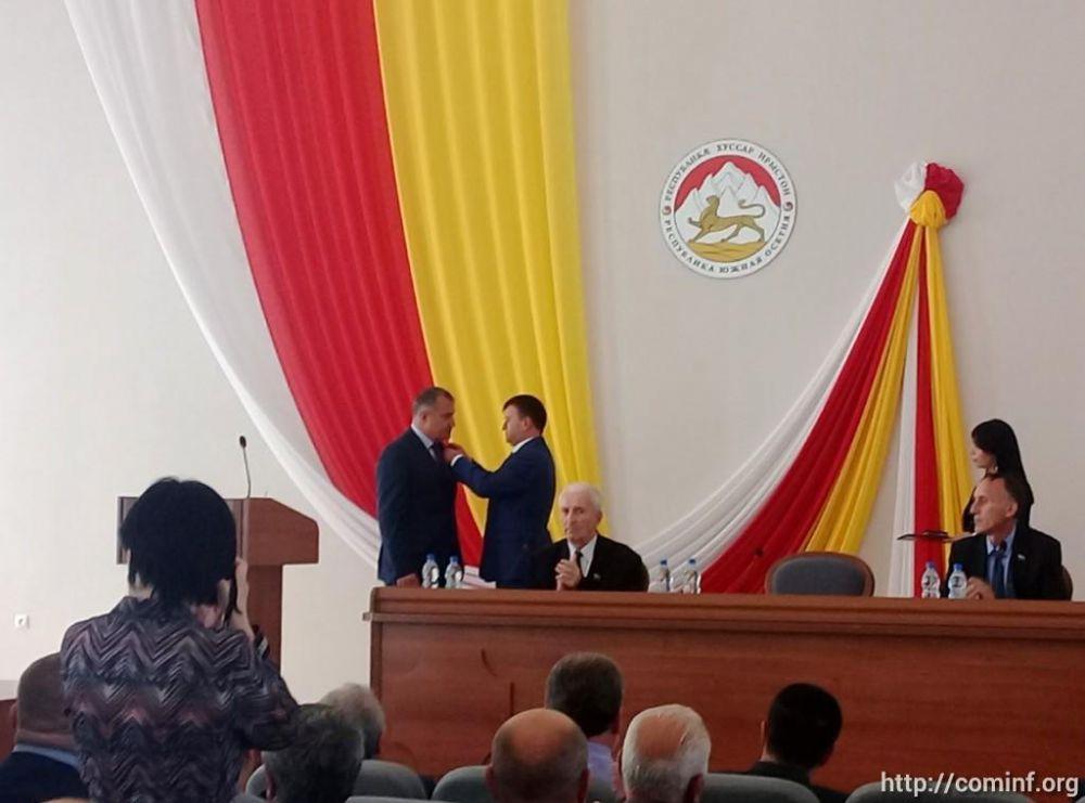 Анатолия Бибилова наградили новой юбилейной медалью Южной Осетии