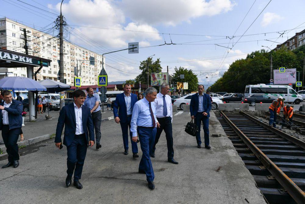 На проспекте Коста продолжается замена трамвайных путей