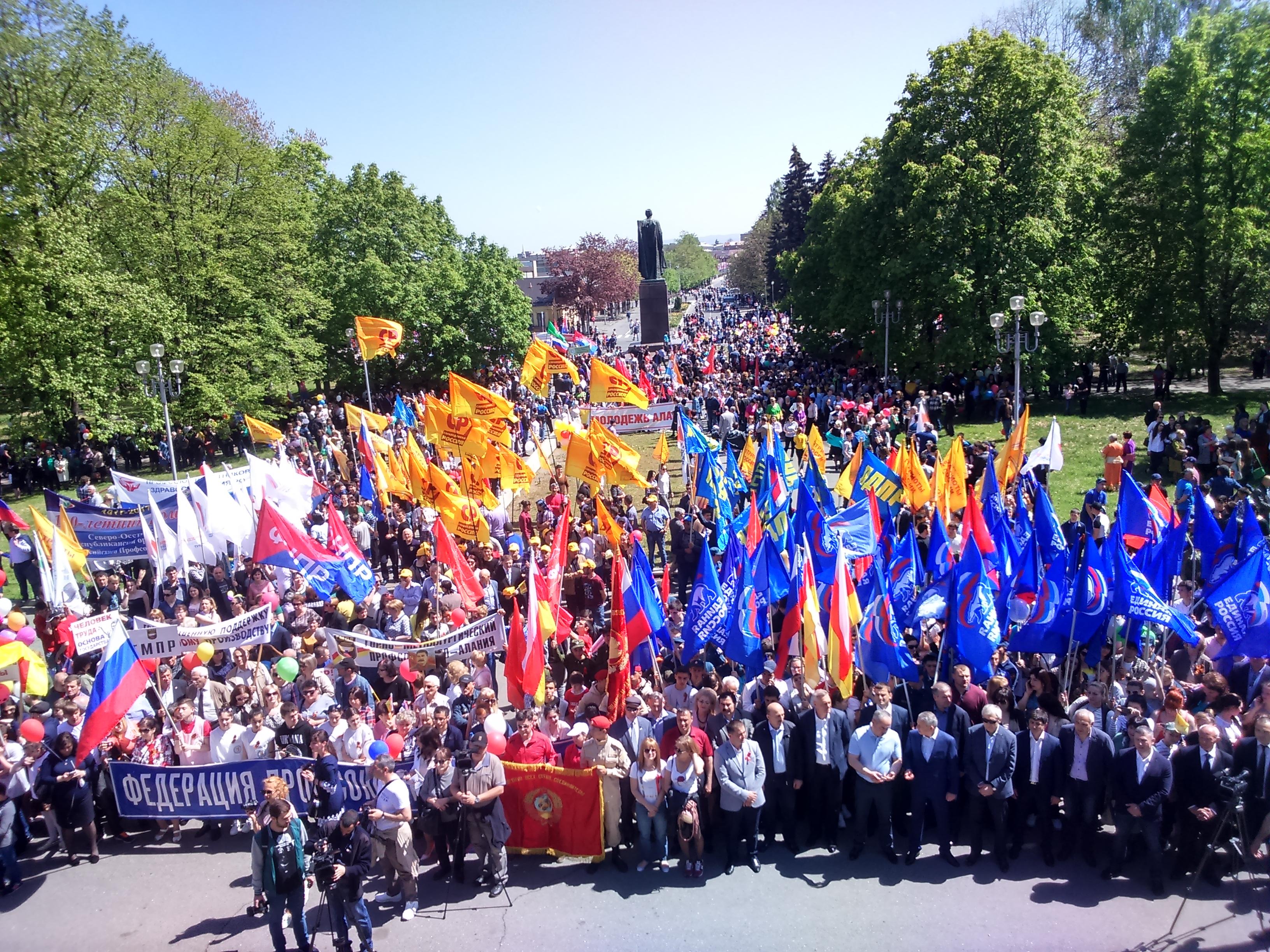 Более 7 тысяч человек приняли участие в первомайском шествии