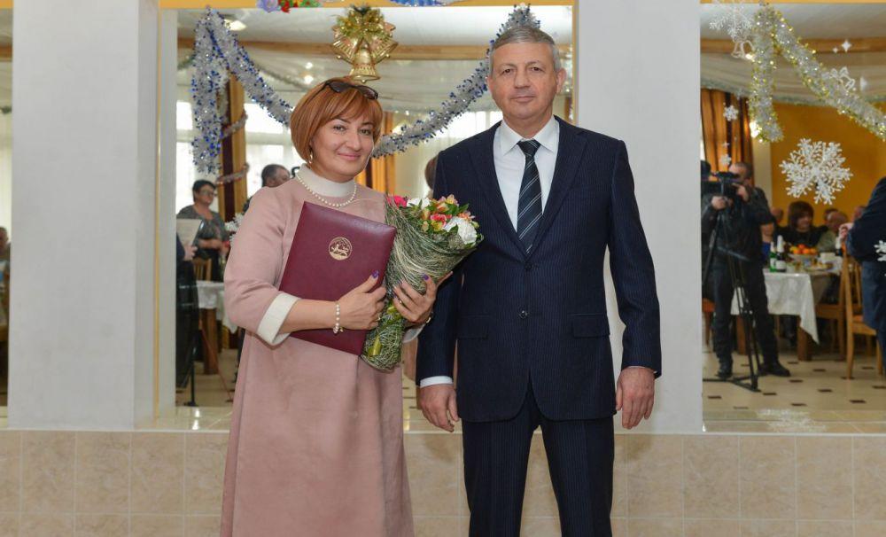 Битаров наградил лучших работников Ирафского и Дигорского районов