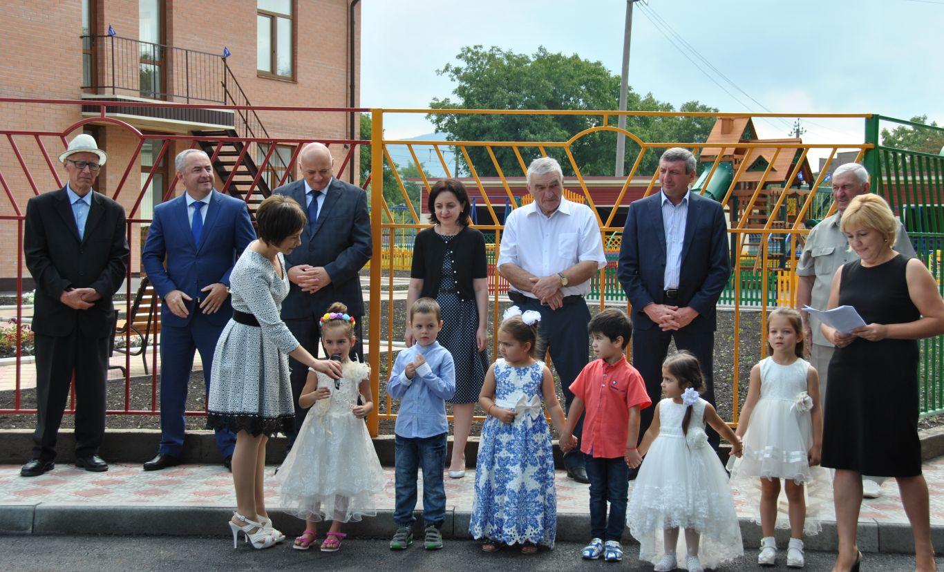 В Эльхотово торжественно открыли детский сад