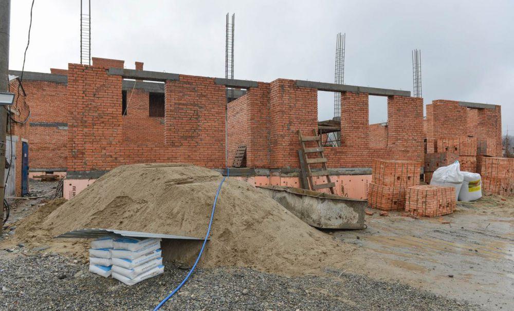 В Алагире к осени отремонтируют райбольницу и построят новый детский сад